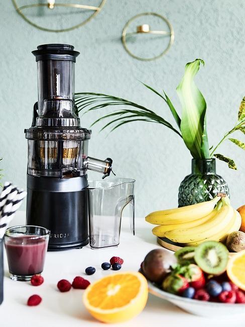 maquina de zumos y frutas variadas