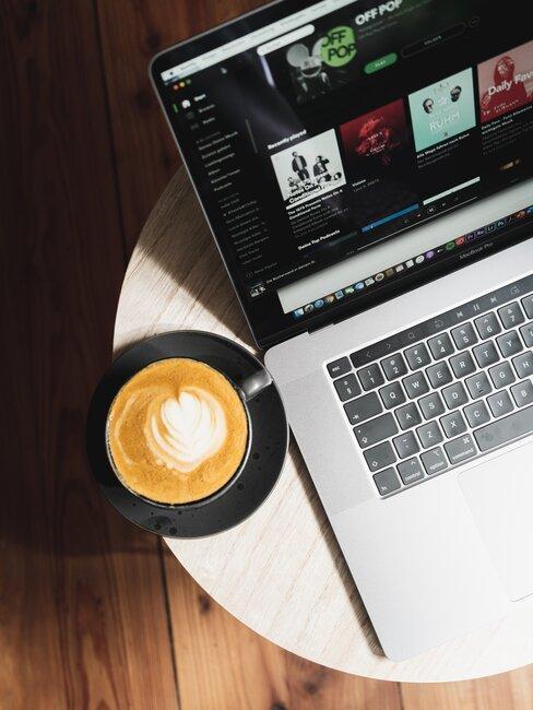 café y ordenador