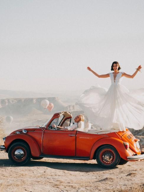 Recien casado en un coche vintage