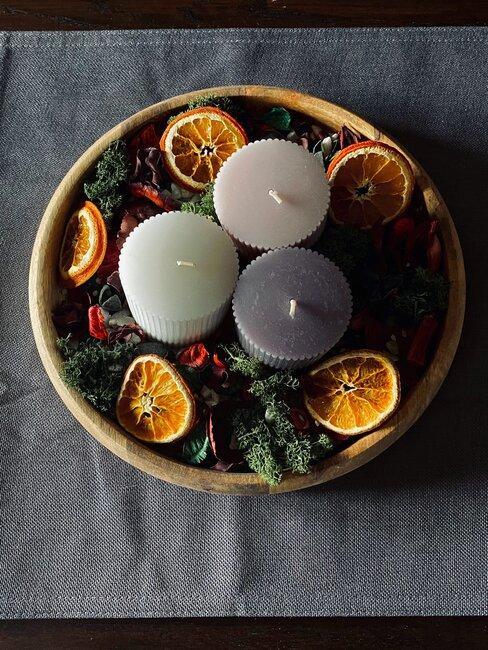 bol de frutas secas y velas
