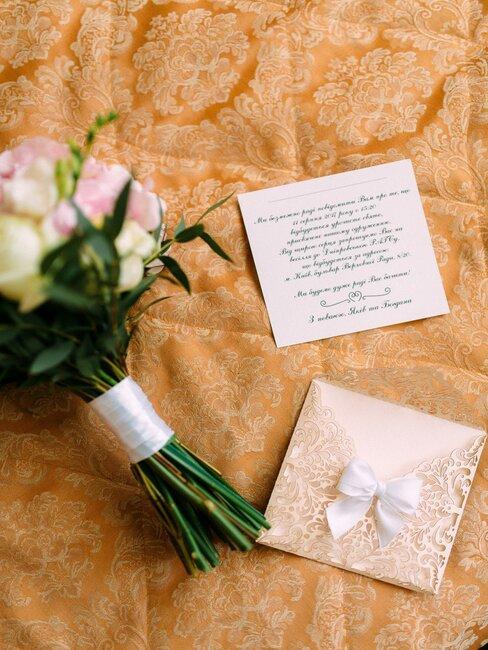 invitación de boda clásica con ramo de flores