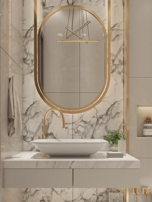 Baño con un estilo glam, dorado y mármol