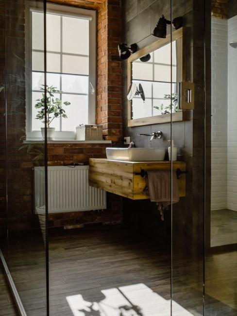 Baño decorado con madera en un estilo rustico