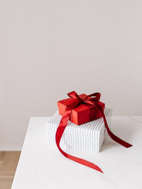 regalos blanco y rojo