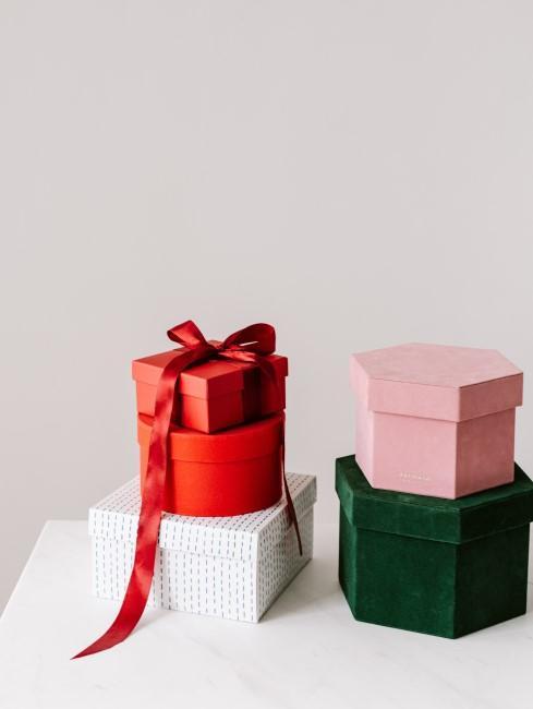 4 regalos con diferentes envoltorios
