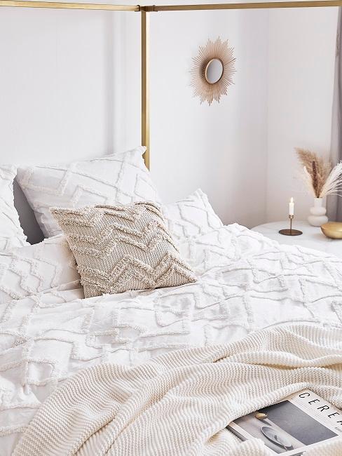 ropa de cama blanco y greige