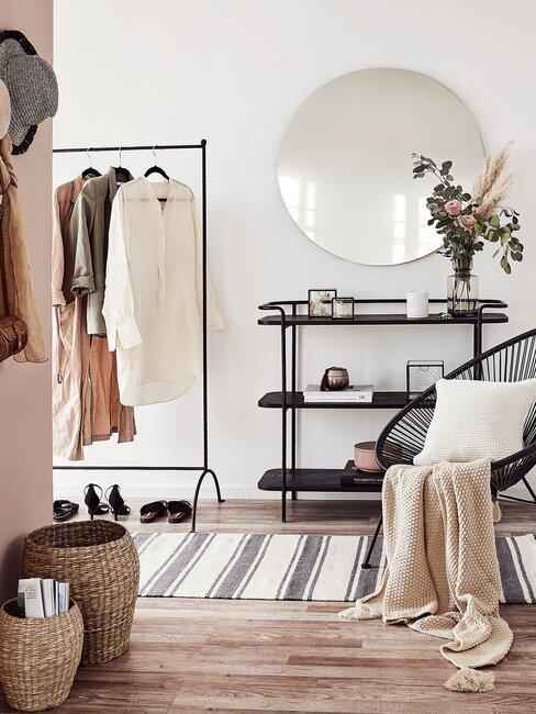 recibidor y pasillo minimalista moderno blanco y negro