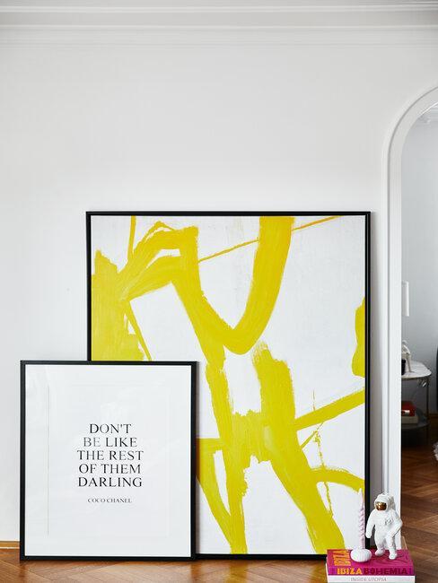 dos cuadros en el pasillo blanco negro y amarillo