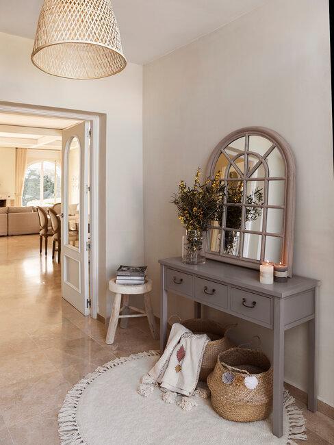 recibidor estilo rústico moderno con mueble y espejo gris