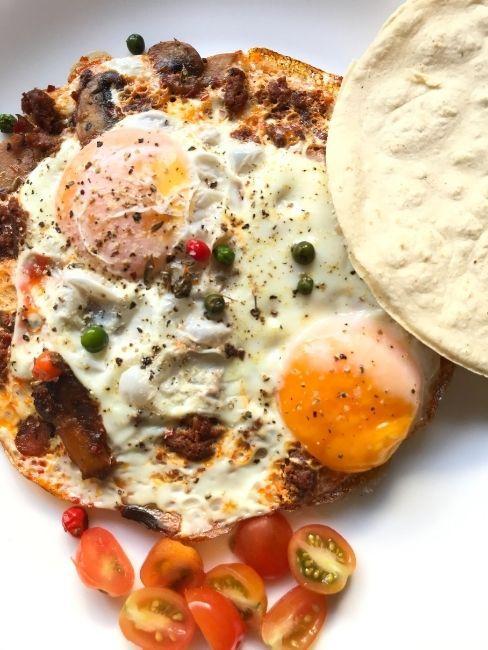 huevos con tomatitos