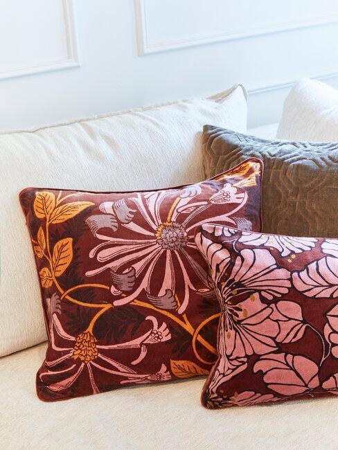 cojines con rosa naranja y burdeos otoño