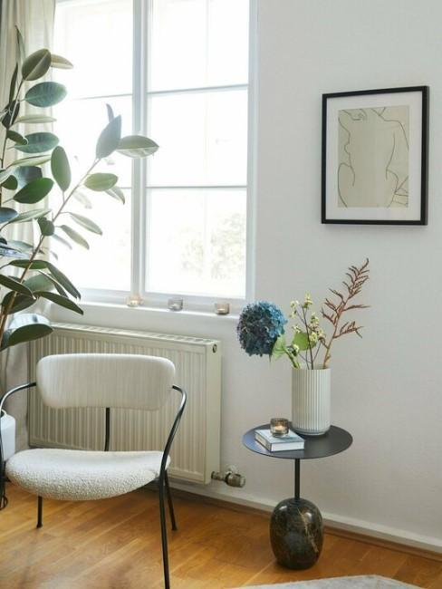 salón con mesa auxiliar y un sillón escandinavo