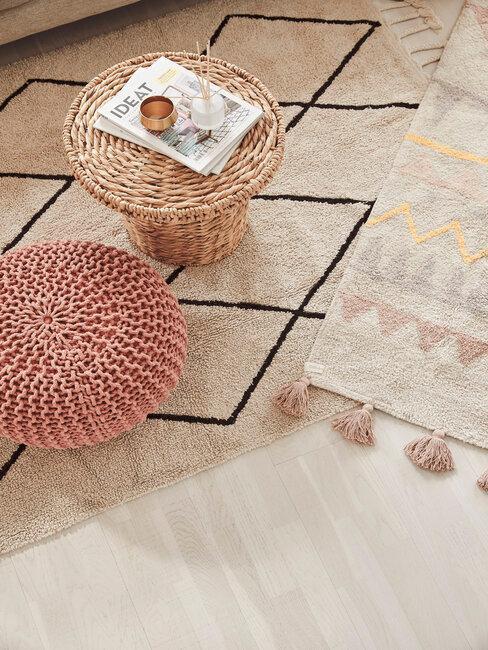 alfombras puf y mesa ratan artesanal