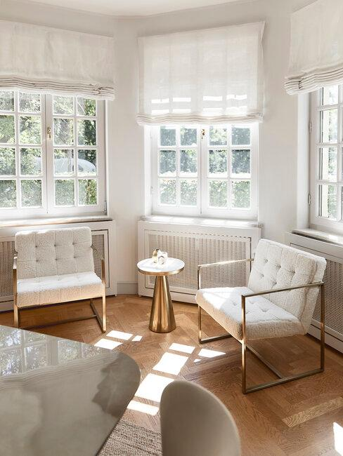 terraza acristalada blanco y dorado