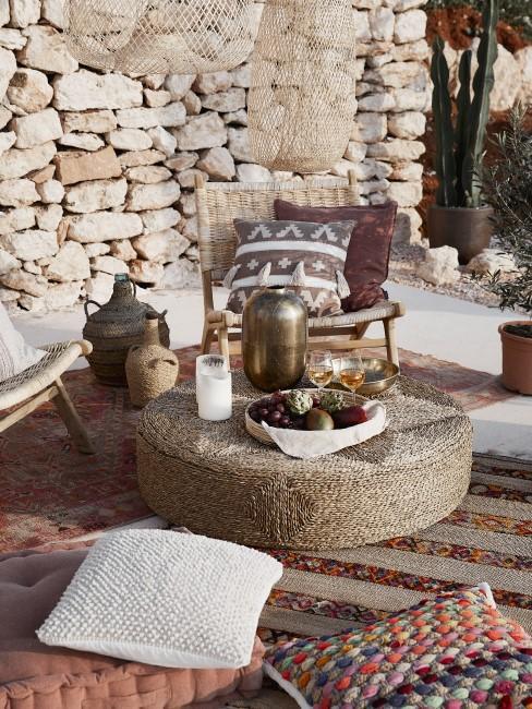 Terraza con una decoración estilo boho