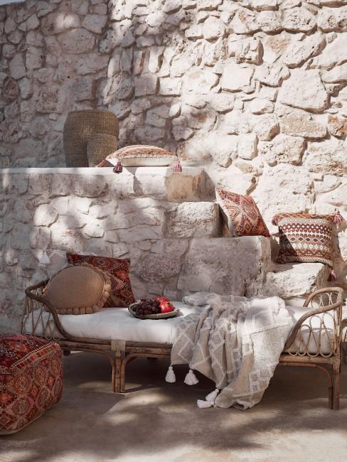 Terraza con una decoración en estilo boho