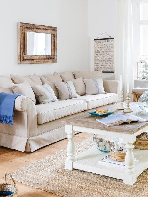 Sofa beige tres plazas