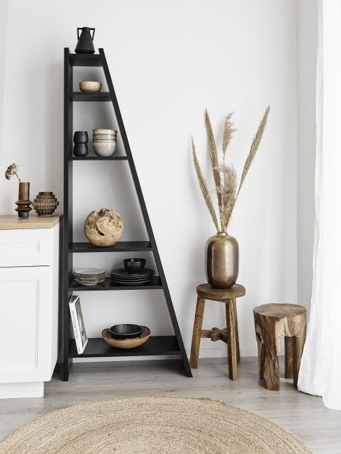 estantería en forma de escalera