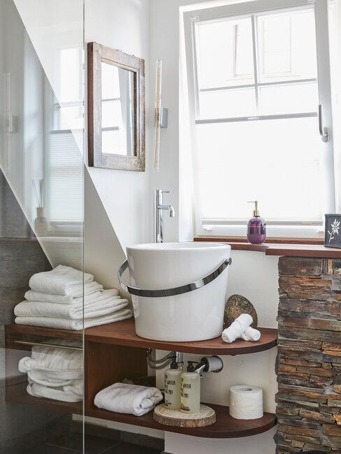 decoración de baño rústico