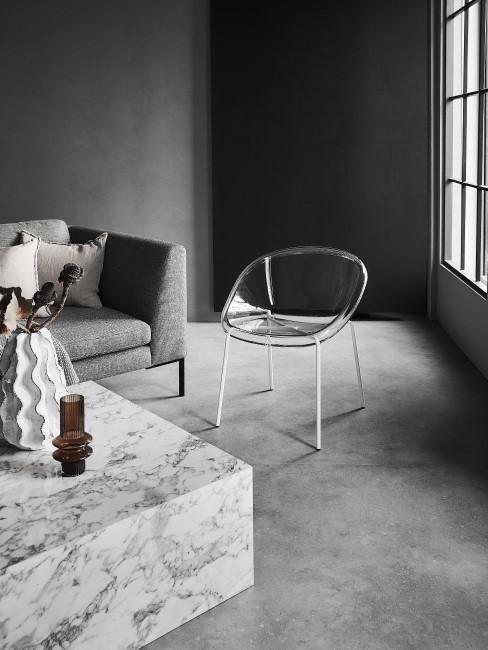 suelo gris con una mesa de mármol