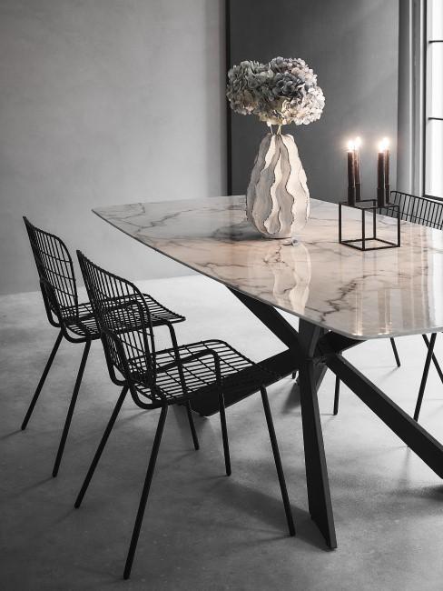 Comedor con una mesa de marmol