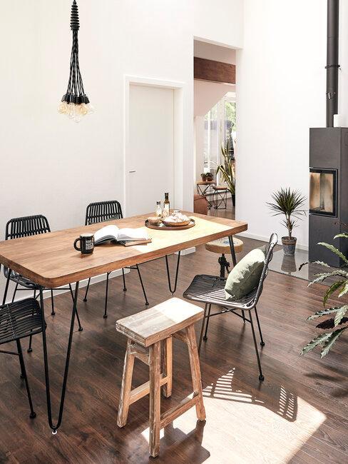 comedor con mesa de madera estilo rústico
