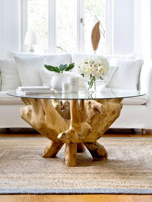 mesa auxiliar de madera de oolivo y cristal