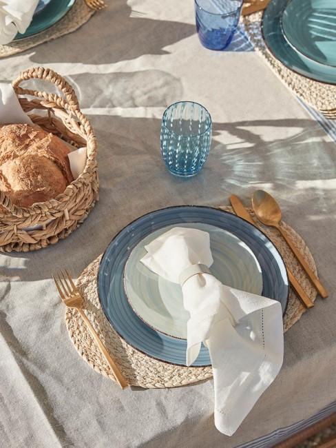 Vajilla en tonos azules y blanca
