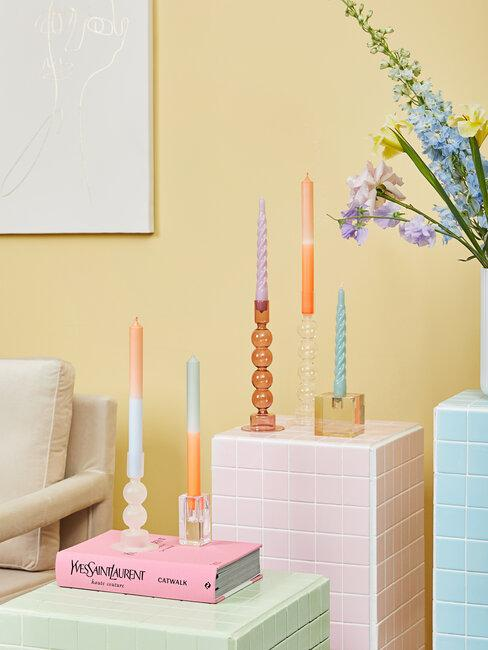 velas y candelabros de colores
