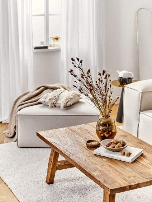 Mesa de madera con el sofa lennon