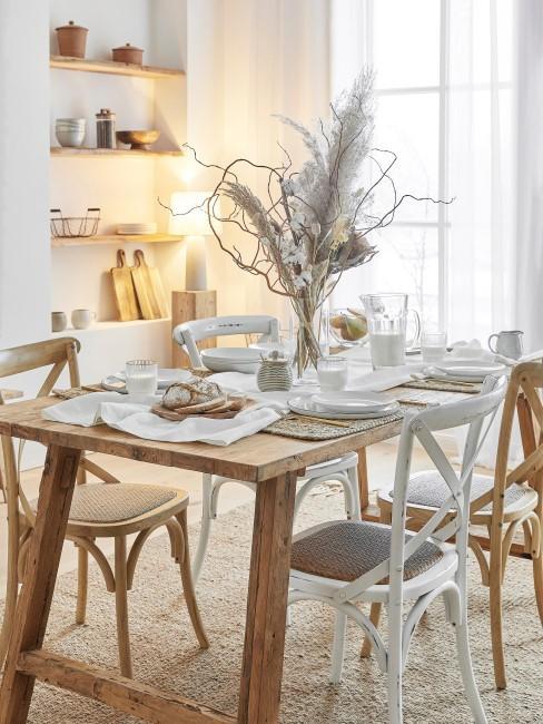 Mesa de madera en estilo rustico