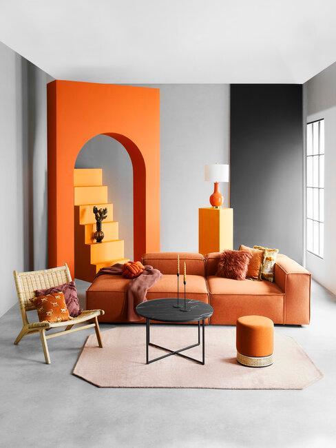 salón moderno en tonos naranjas y grises
