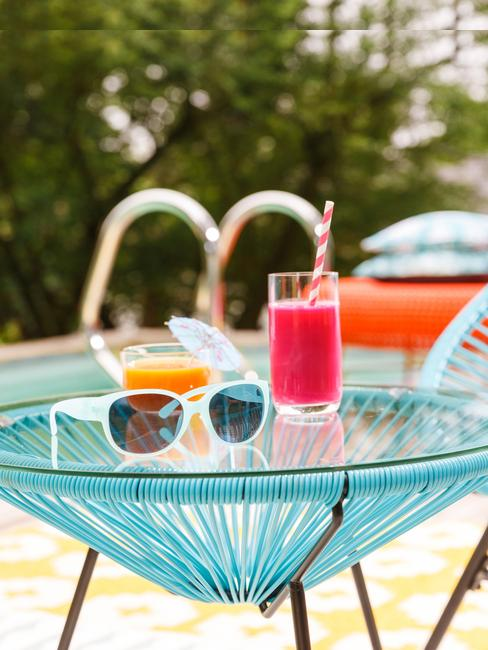 accesorios piscina gafas y zumo
