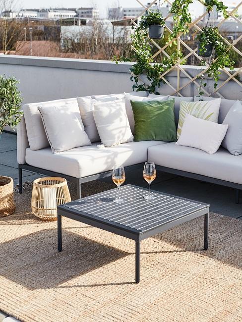 muebles de terraza en blanco y negro