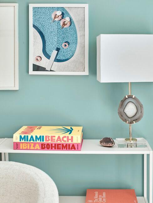 lámpara de cuarzo libros y cuadro verano