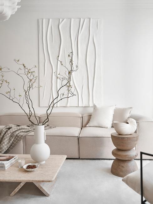 estilo nordico minimalista sofa mesa y pared blanco