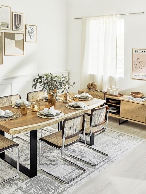 Comedor estilo ruestico con mesas de madera