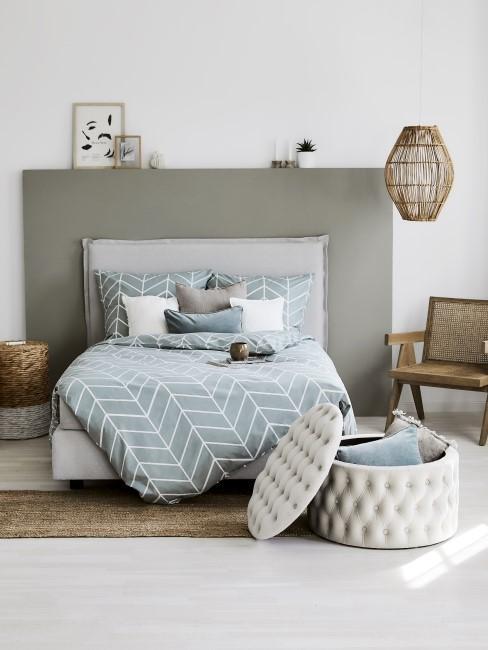 Dormitorio azul, gris y blanco