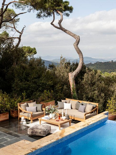 piscina y muebles de exterior