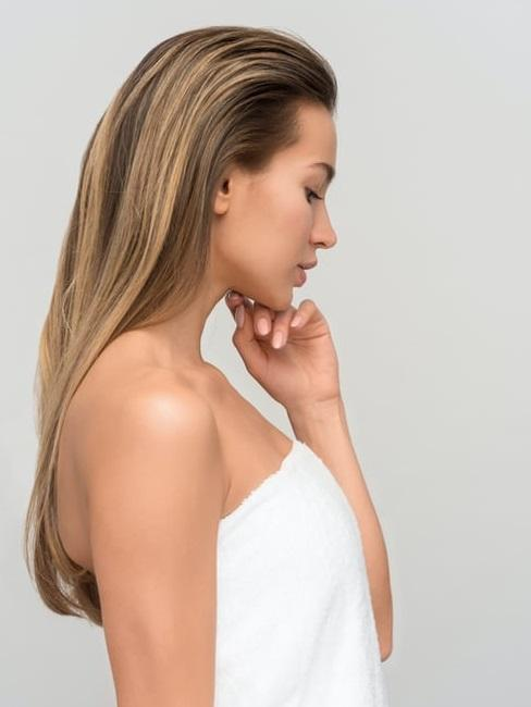 Perfil de chica con pelo largo