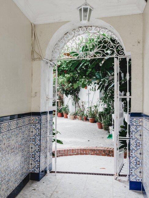 puerta de hierro patio