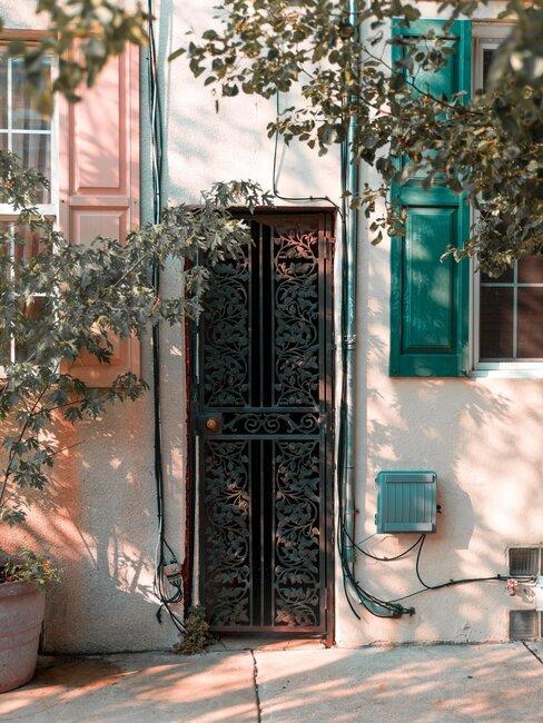 puerta de hierro reja