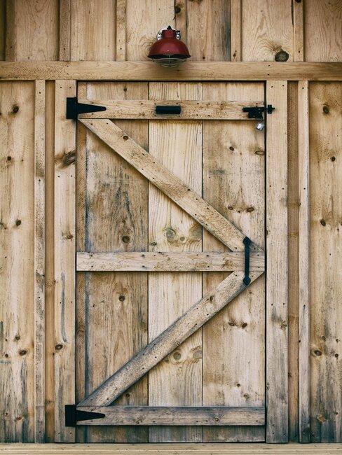 puerta rústica de granero