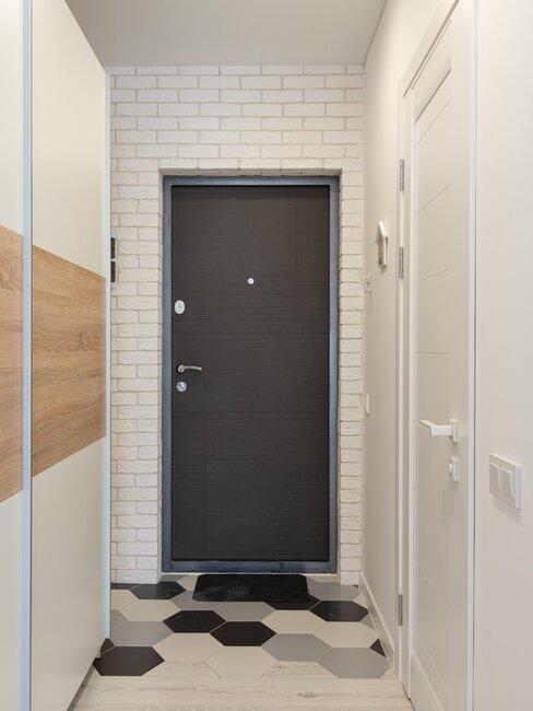 puerta de aluminio gris