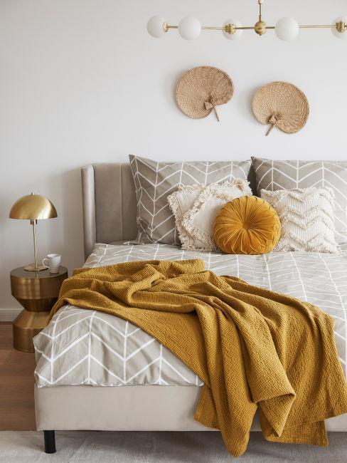 dormitorio en amarillo mostaza