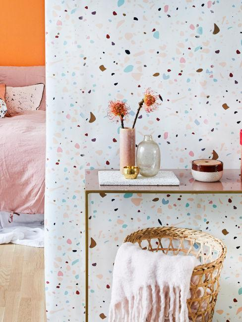 pared terrazo y decoración rosa
