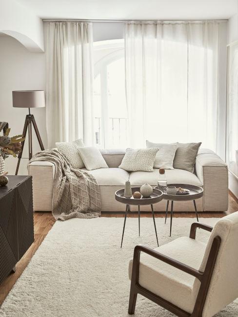 salon en colores neutros y blanco