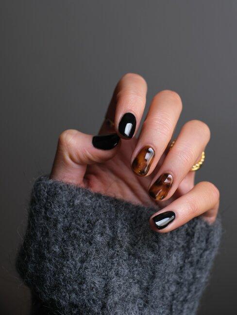 manicura en negro