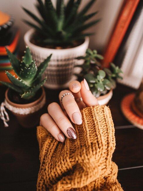 manicura y plantas