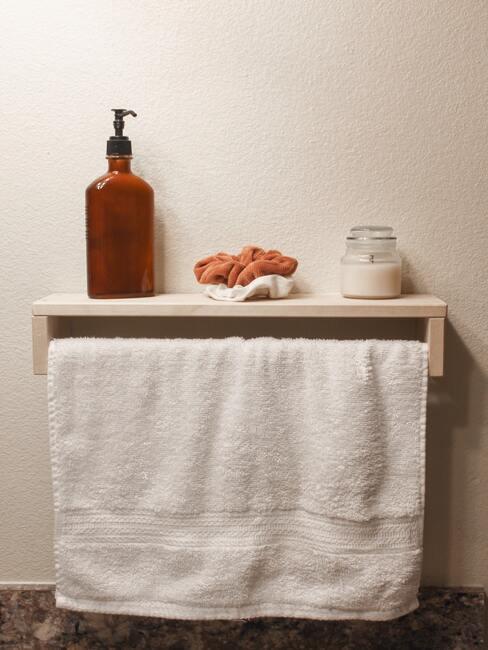 toalla y accesorios de baño